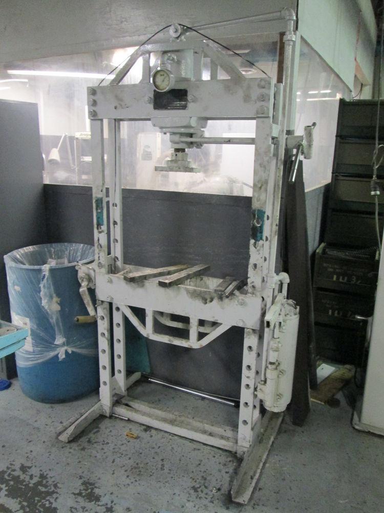 K R Wilson Model 37E 50 Ton H Frame Manual Hydraulic Press